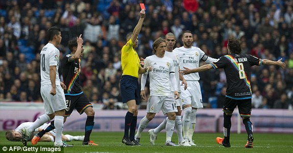 1450627582282_lc_galleryImage_The_referee_shows_a_red_c