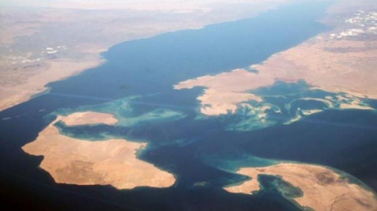 أخبار تيران وصنافير : إجراءات أمنية مشددة في القاهرة وتحذيرات من مغبة التنازل عن الجزيرتين للسعودية