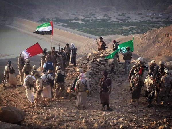 رفع العلم السعودي والإماراتي على سد مأرب في اليمن بالصور
