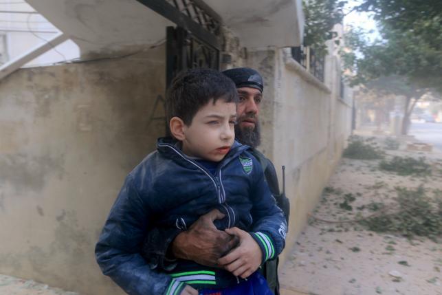 طائرات حربية روسية يشتبه بها بقتل المئات في مدينة ادلب السورية