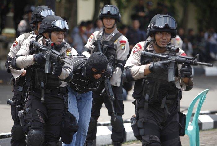 الشرطة الإندونيسية تحبط هجمات مختلفة، وتعتقل ستة أفراد من المشتبه بهم