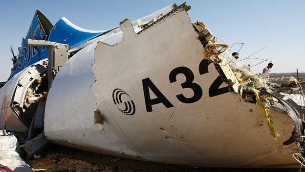 """وزير الخارجية البريطاني يرجح سبب تحطم الطائرة الروسية """"عبوة ناسفة"""""""