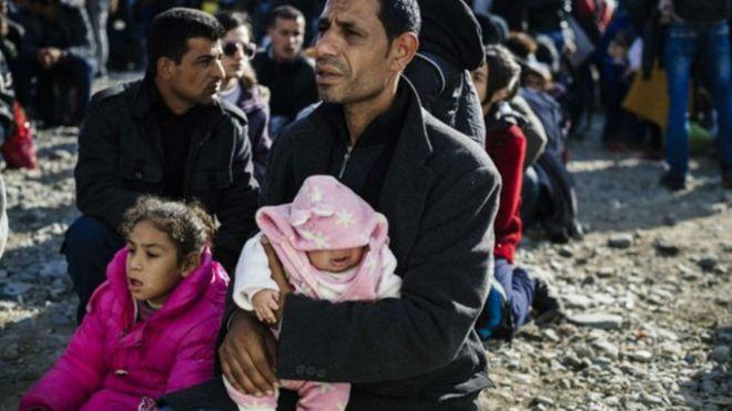 الولايات الأمريكية توقف إستقبال اللاجئين السوريين