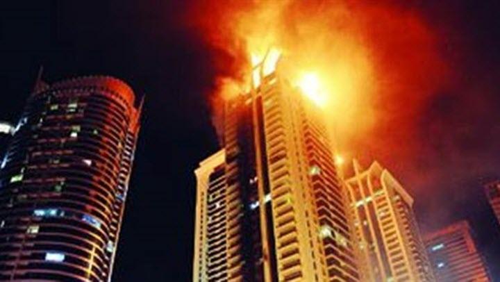 حريق دبي ليلة رأس السنة 2016 في فندق أمام برج خليفة