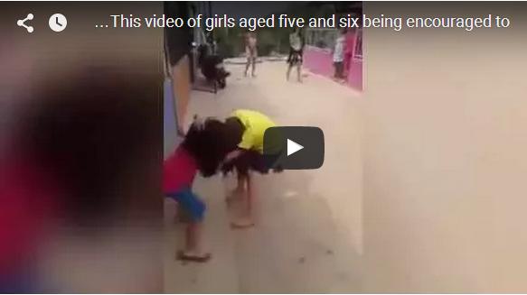 فيديو   غرامة مالية كبيرة لإسرتي طفلين تعاركتا بعنف تحت تشجيع والدتيهما