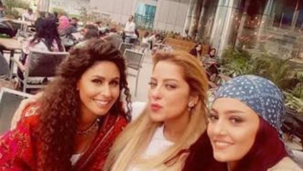 فيلم مش رايحين في داهية في دور العرض في إبريل القادم