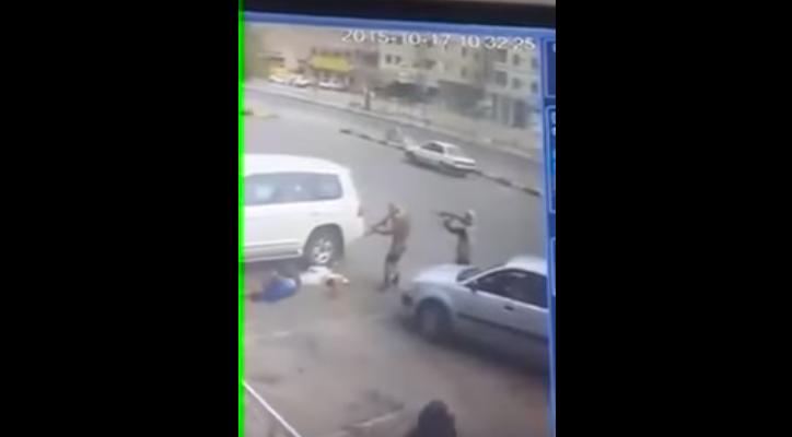 عملية إغتيال جندي إماراتي في عدن بالفيديو