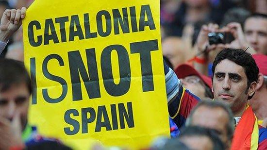 الإتحاد الأوروبي يغرم برشلونة 40 ألف يورو بسبب لافتات الجماهير