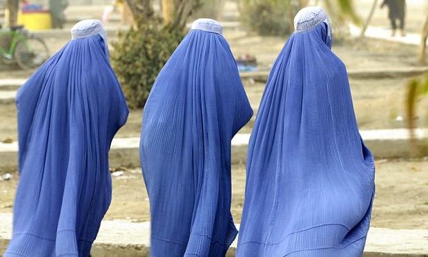 السنغال تمنع النساء المسلمات من لبس البرقع