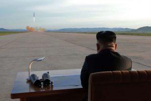 زعيم كوريا الشمالية يشرف على إجراء تجارب جديدة لإطلاق صواريخ قصيرة المدى