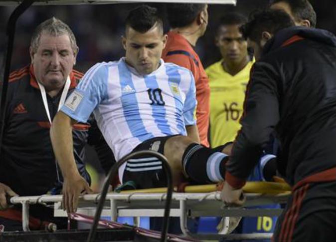 سيرخيو أجويرو يغيب عن الملاعب لمدة شهر بسبب الإصابة