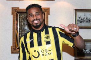 الاتحاد يتعاقد رسمياً مع اللاعب ناصر الشمراني