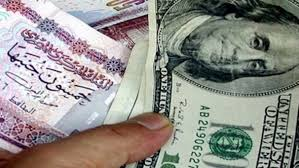 الدولار يسجل تراجعاً كبيراً في السوق المصرية