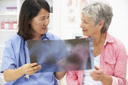 سرطان الرئة يصيب غير المدخنين أيضا ، تعرف على أهم أسباب الإصابة
