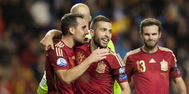 إسبانيا وسويسرا يلحقان بركب المتأهلين إلى نهائيات الأمم الأوروبية 2016